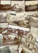 ENSEMBLE DE 28 PHOTOGRAPHIES DE SOLDATS ET RUINES SUR LE CHAMP DE BATAILLE, Première Guerre Mondiale.