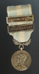 MÉDAILLE COLONIALE 2ème TYPE AVEC AGRAFES, créée en 1893, Quatrième République.