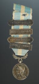 MÉDAILLE COLONIALE 2ème TYPE AVEC AGRAFES, créée en 1893, Troisième République - Seconde Guerre Mondiale.