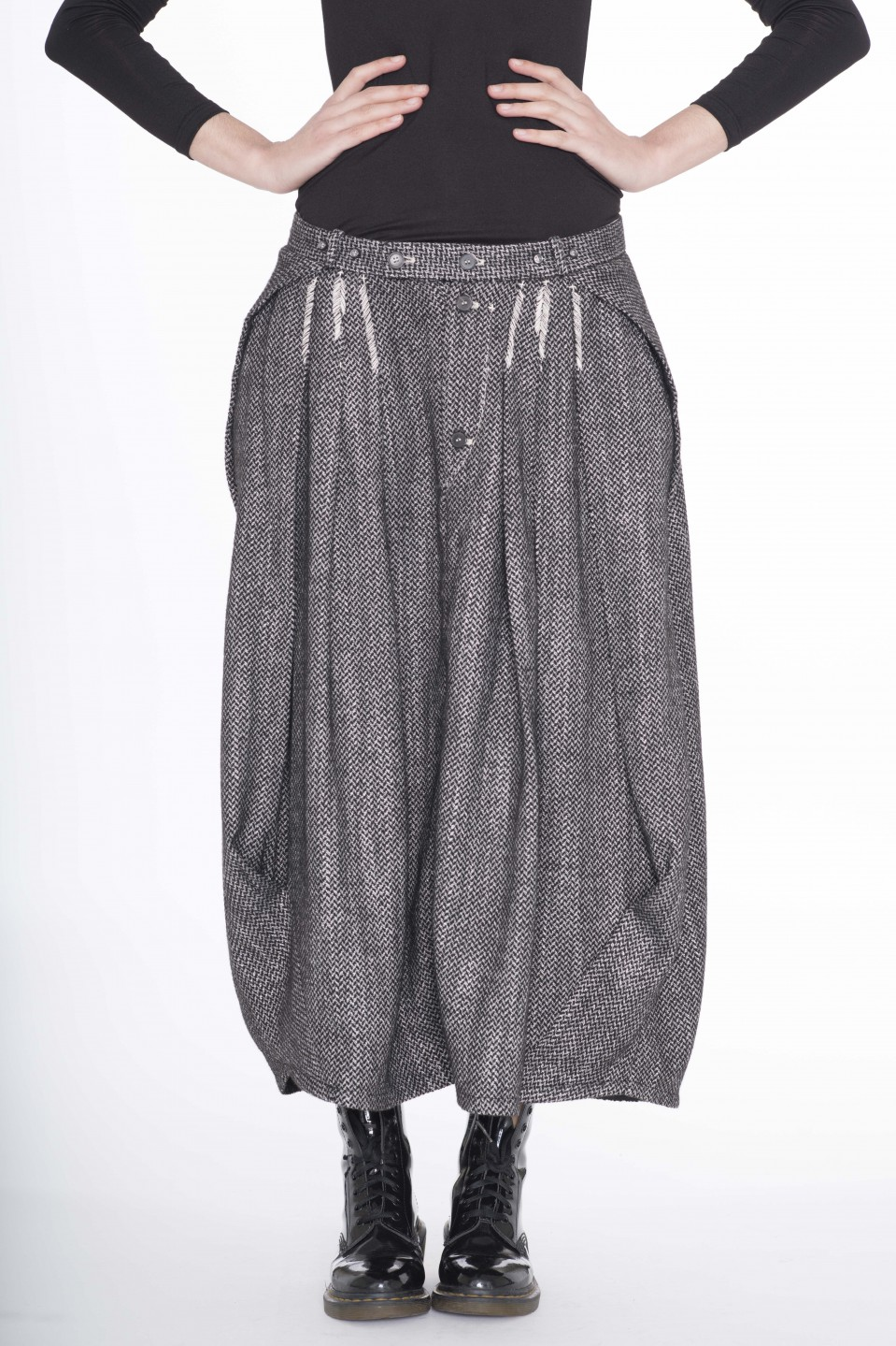 grey volume skirt, with hand stitches