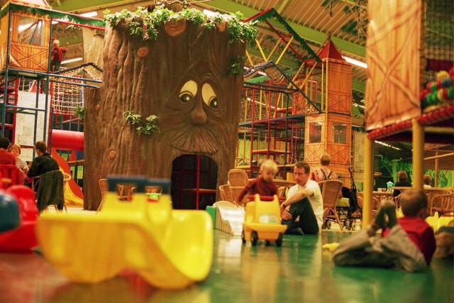 Wat is de leukste binnenspeeltuin in Noord Holland? Tamara ging samen met haar dreumes op pad om verschillende 'krijspaleisen' uit te proberen. En er kwam een absolute favoriet uit de test. Is het Holle Bolle Boom, Chimpie champ, Monkey Town of Ballorig? Je leest het hier.