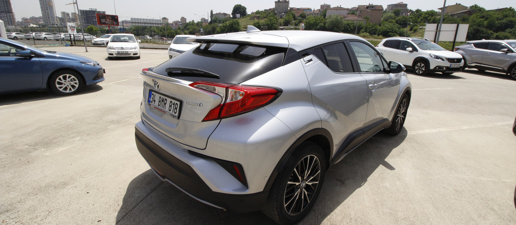 ikinci el araba 2018 Toyota C-HR 1.8 Hybrid Diamond Hybrid Otomatik 17980 KM 3