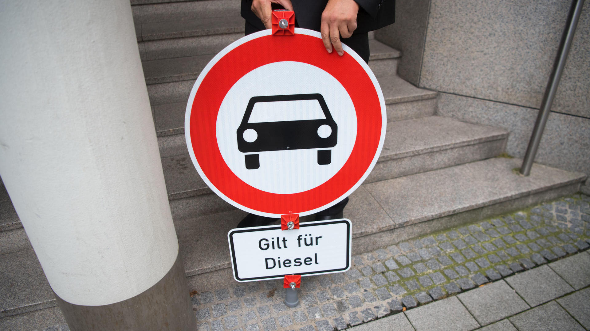 Almanya 2030 yılına kadar benzinli ve dizel arabaların satışını yasaklamayı planlıyor