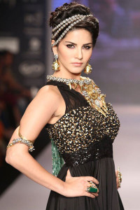 Sunny Leone for Apala by Sumit at IIJW 2014 | Indian bridal Jewellery