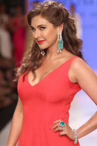 Lisa Ray for Farah Khan at the IIJW 2014 | Indian Jewellery and Indian Bridal Jewellery