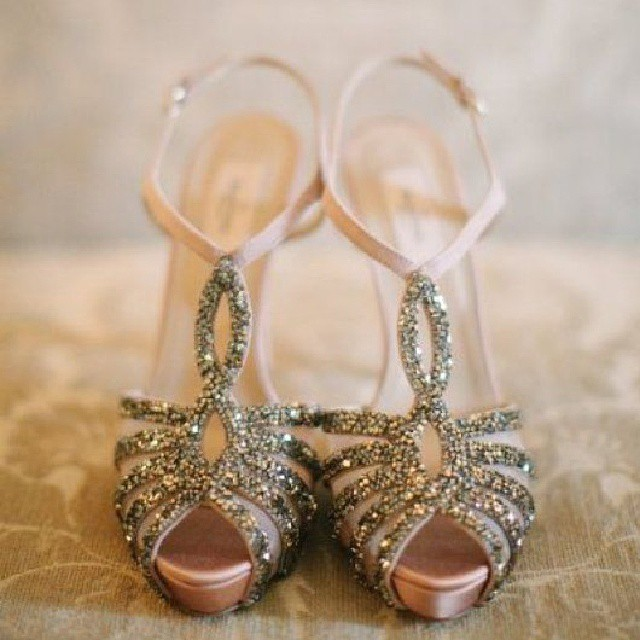 It is every girl's dream to find the perfect pair of glittery, gold heels for her wedding day! ♡ #love