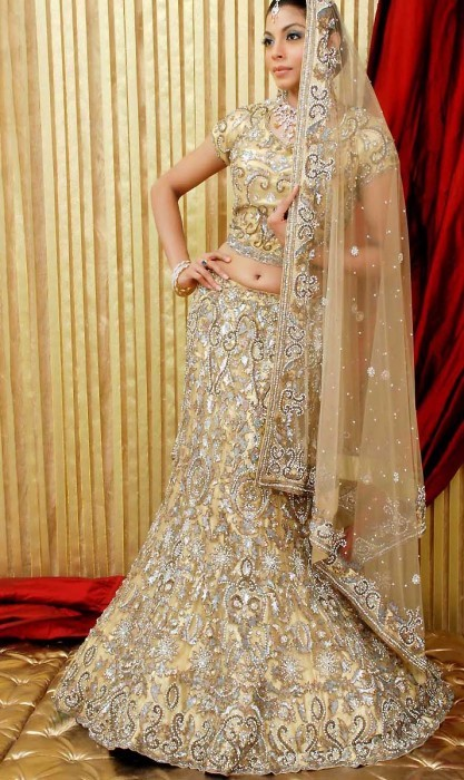 Gold lehenga | Fashion in India