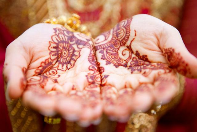 Mehendi hands photo by Monir Ali