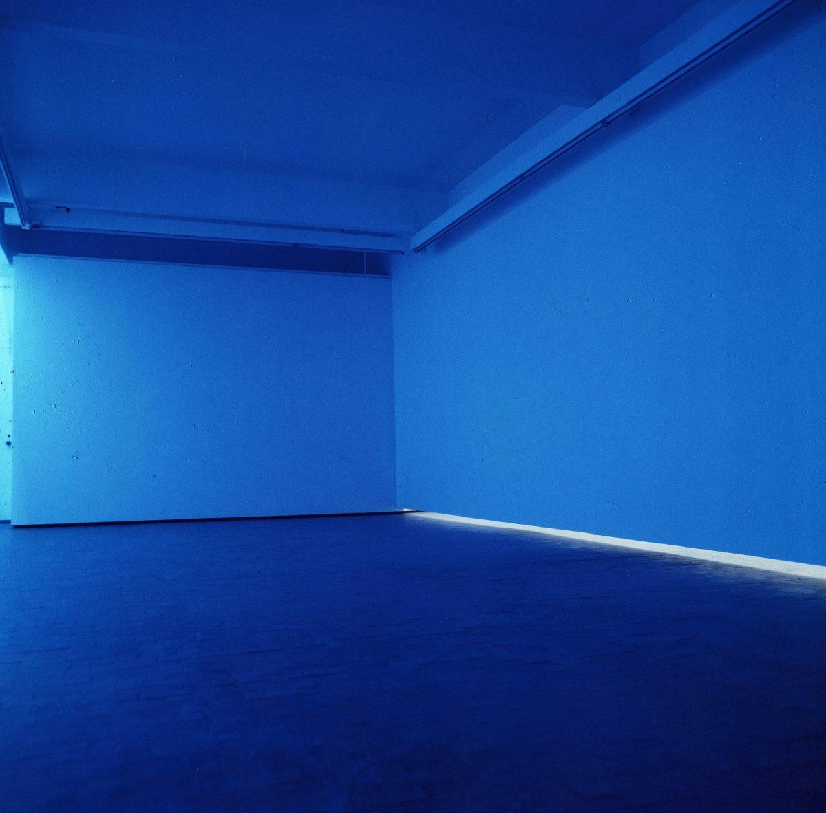 Natural Light Blue Light Room 1971 Copyright Bruce Nauman Artists Rights Society Ars New York And Dacs London 2016