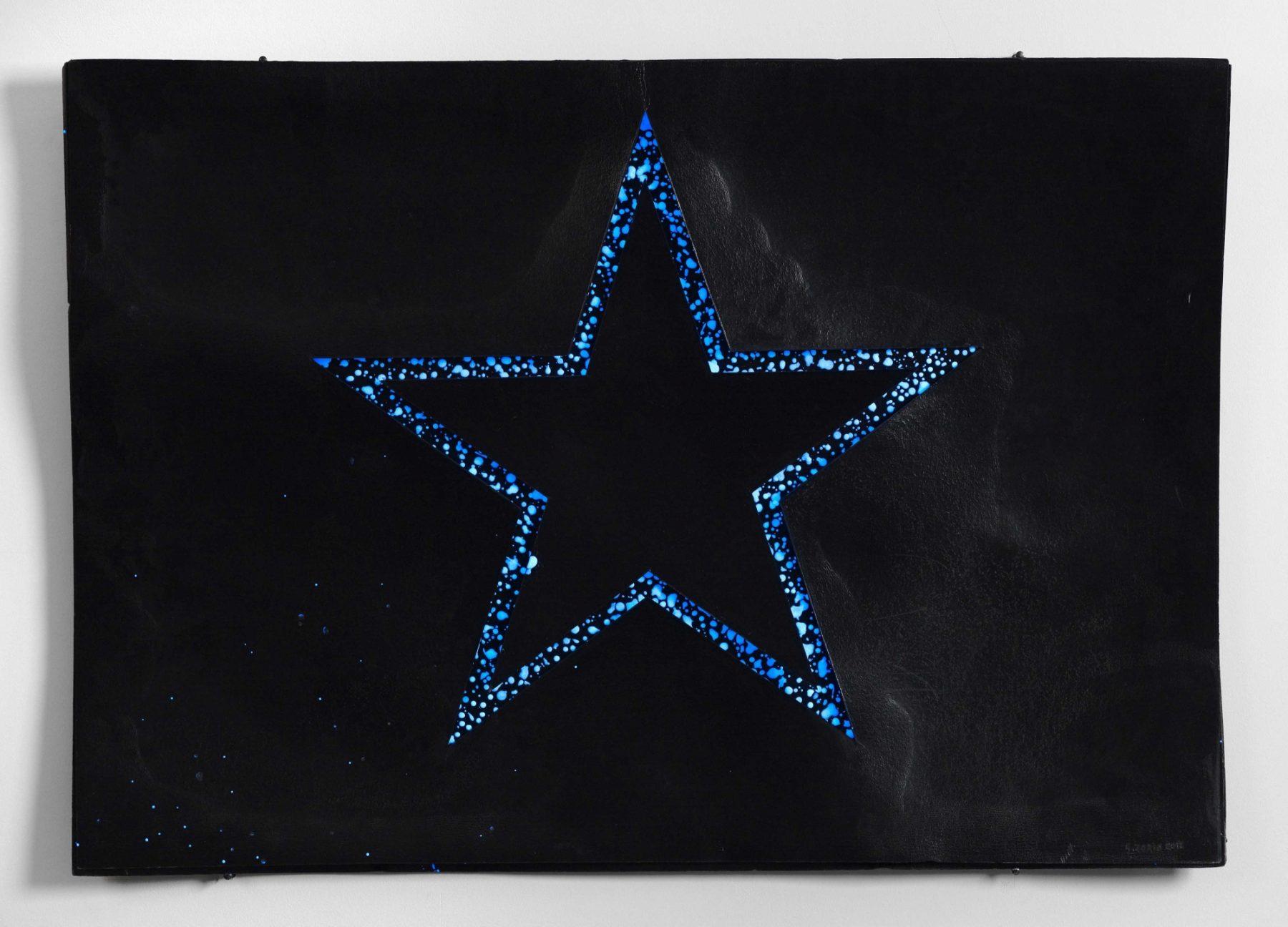 Stella sul nero (Star on Black)