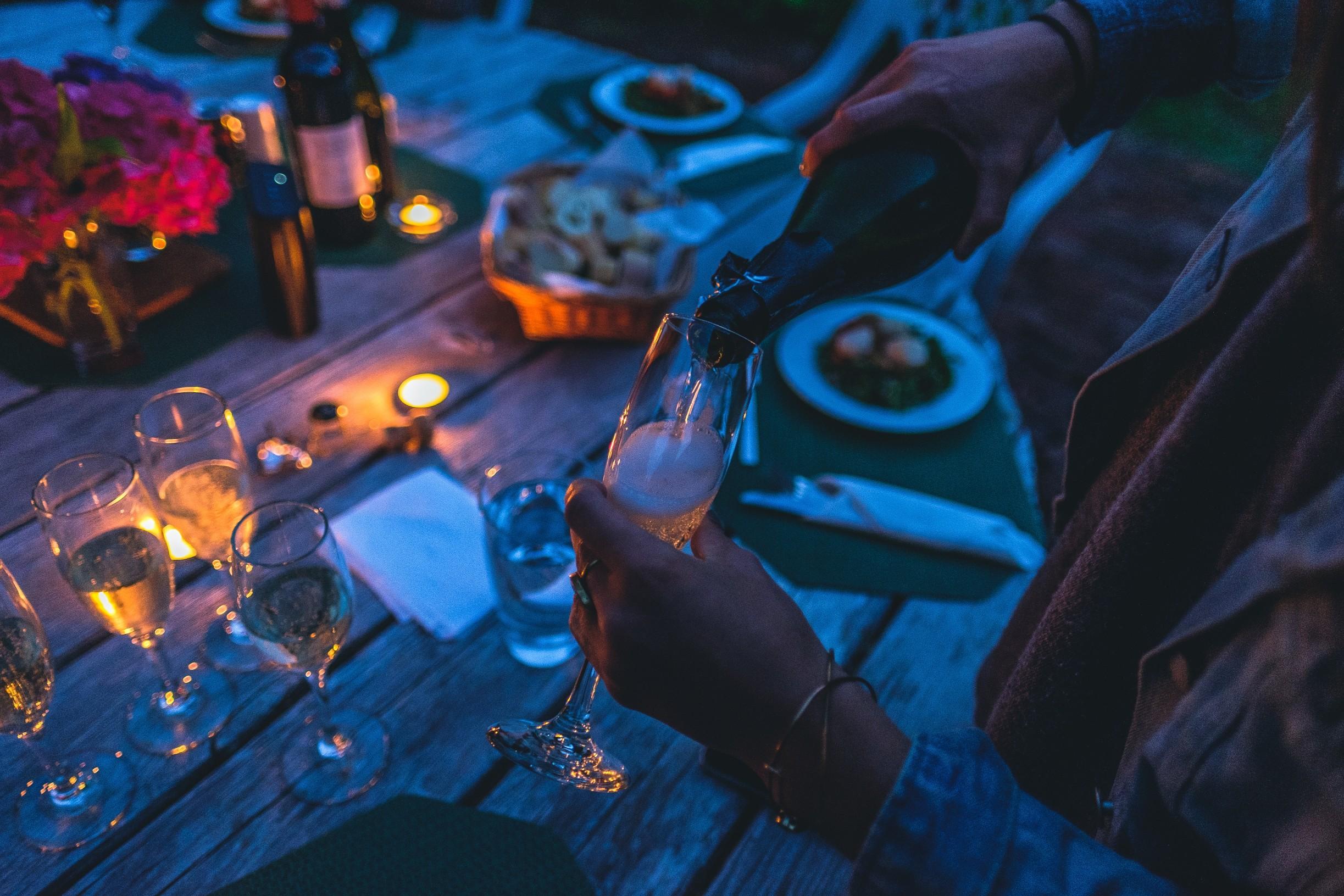 בר יין או מבשלת בירה? ואיפה אוכלים? הכל במקום אחד, בעיר אחת