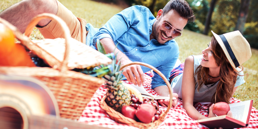10 prompts to perfecting a gourmet picnic date
