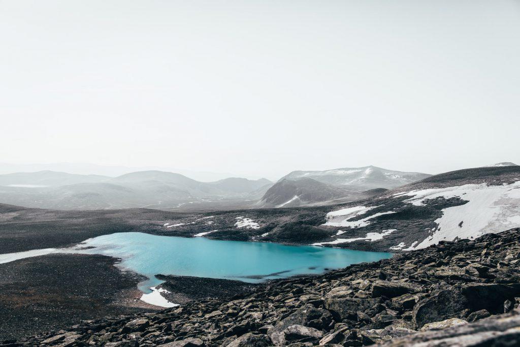 Weg über die 2286 Meter hohe Snøhetta mit wunderschönem Blick über die Landschaft