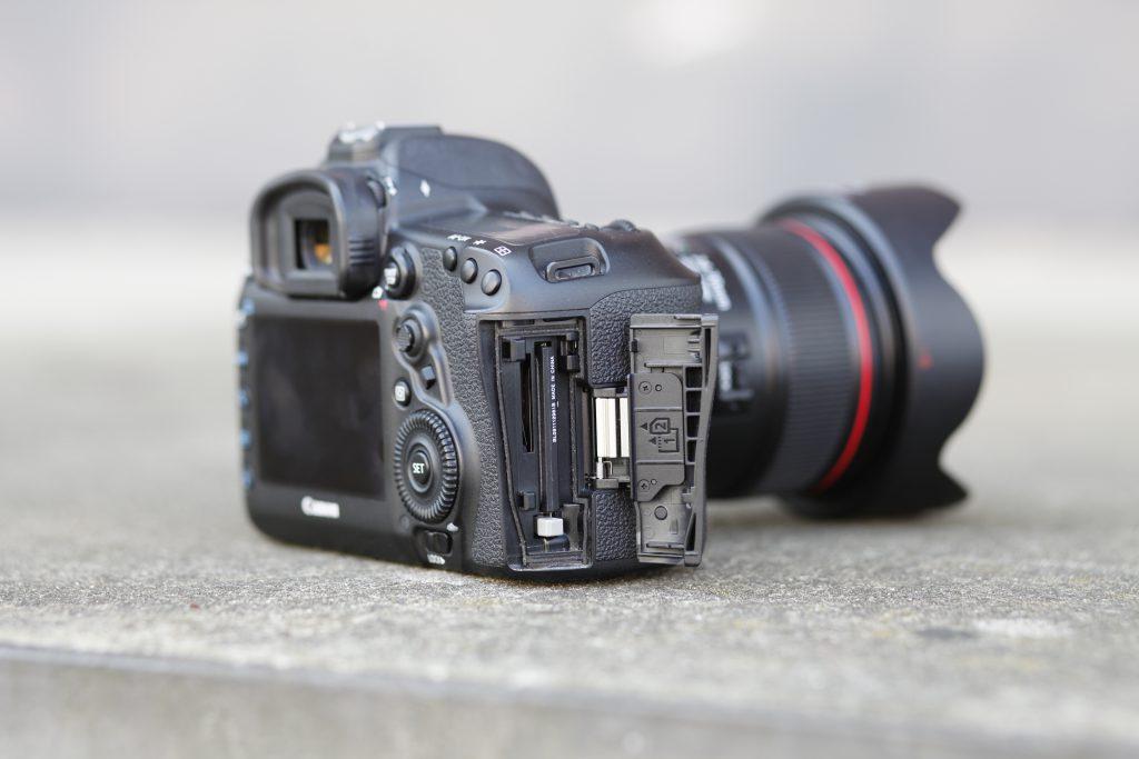 Canon 5D Mark IV Seitenansicht