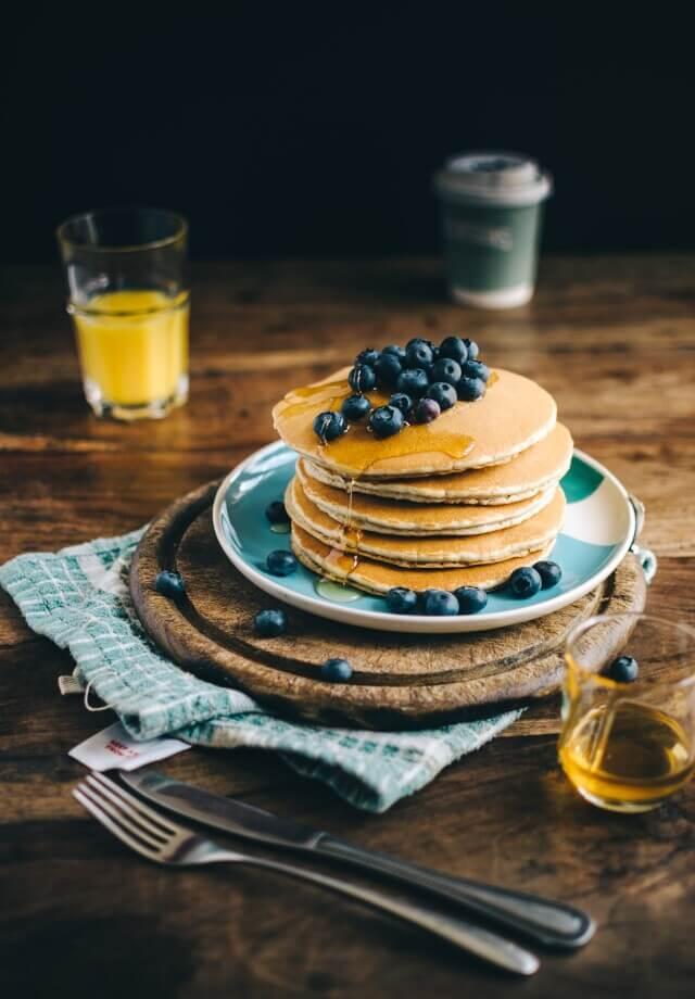 Pfannkuchen mit Blaubeeren - Food-Fotografie von Monika Grabkowska