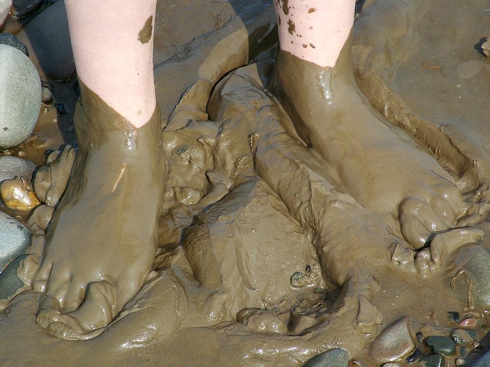 voeten in de modder