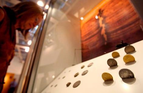 Una exposición sobre la moneda falsa en Barcelona