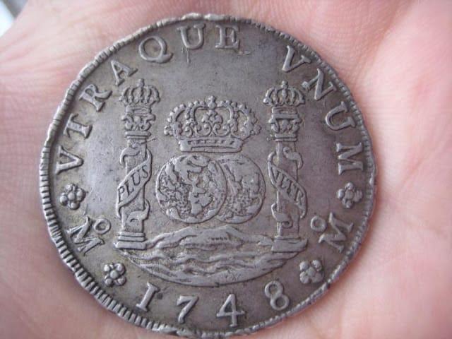Discutiendo la autenticidad de 8 reales de 1748 de México