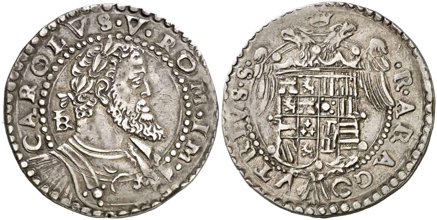 medio escudo de Nápoles