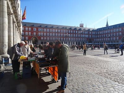 El mercadillo numismático de la Plaza Mayor de Madrid