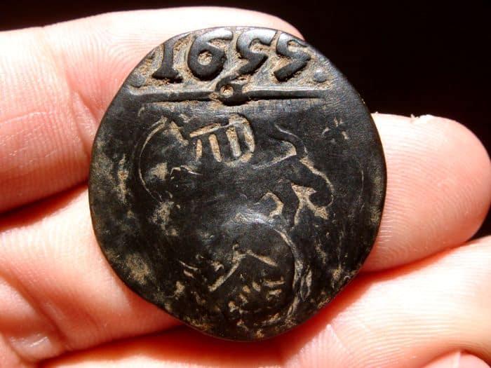 Conservación de una moneda con resellos