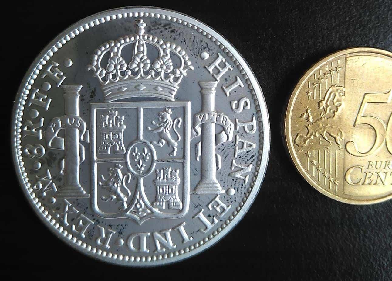 """Reverso de una medalla chapada con plata de """"El Cazador"""". Colección del autor."""