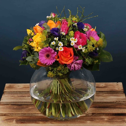 A bright combination of stunning colours make this the perfect Mother's Day gift. It is the type of floral arrangement that would brighten up any home. We offer flower delivery Dublin and flower delivery Ireland for this product.