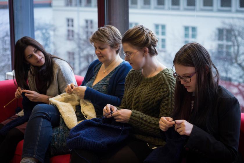 Team BNO strikker gensere til forestillingen