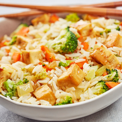 Vegan Steikt hrísgrjón með stökku tofu