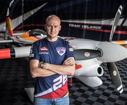 ¿Sabes cómo se monta el avión de Juan Velarde 26 en la Red Bull Air Race?>