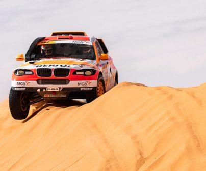 Isidre Esteve rodando en las dunas saudíes