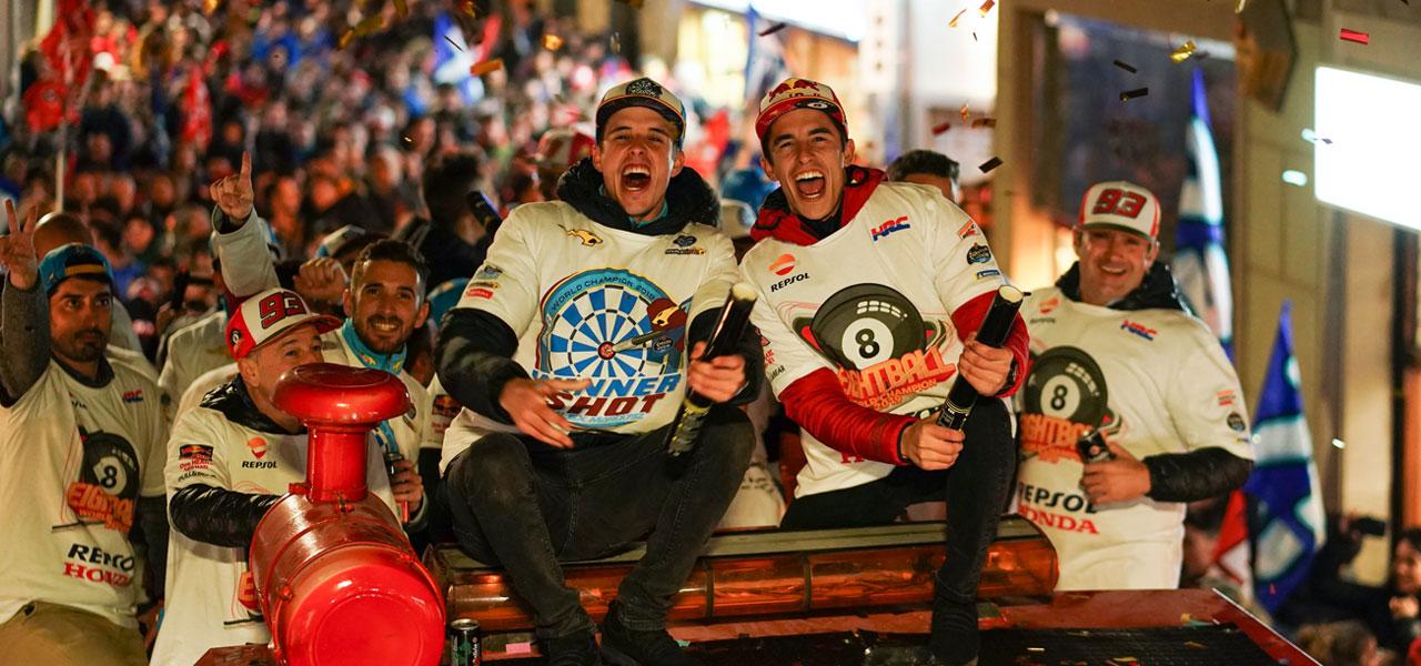 Marc Márquez y su hermano Álex convierten Cervera en una gran fiesta