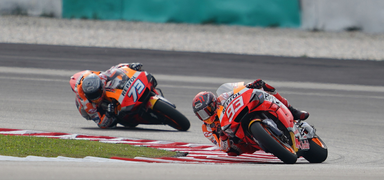 How do the valves work in a MotoGP engine?