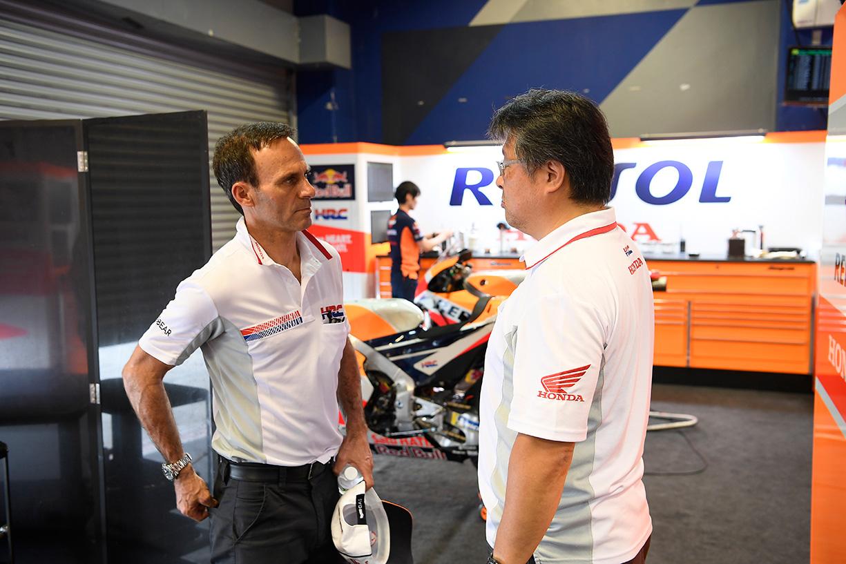 Alberto Puig en el box Repsol Honda