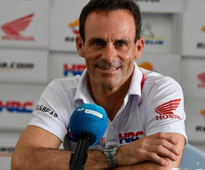 Alberto Puig frente a micrófono