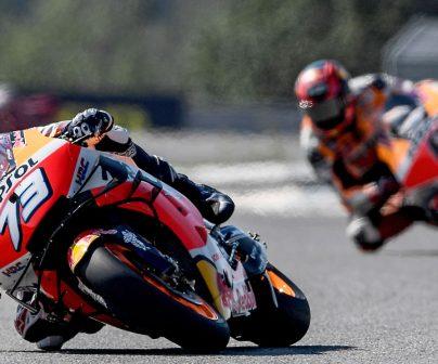 Álex Márquez y Stefan Bradl el pista sobre las motos