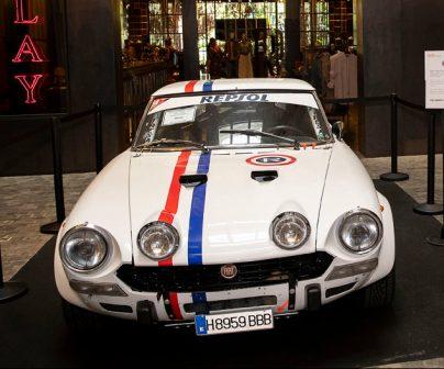 Coche Fiat clásico Repsol