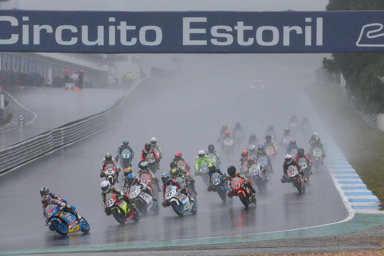 Carrera en lluvia en circuito de Estoril