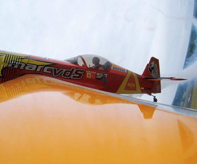 Cástor Fantoba detalle vuelo acrobático