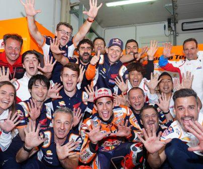 Equipo Repsol Honda celebrando