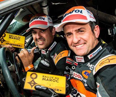 Isidre Esteve y Txema Villalobos en el coche de rally