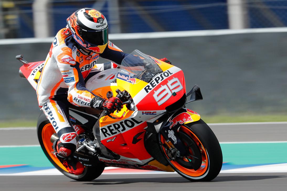 Jorge Lorenzo en pista sobre la Honda