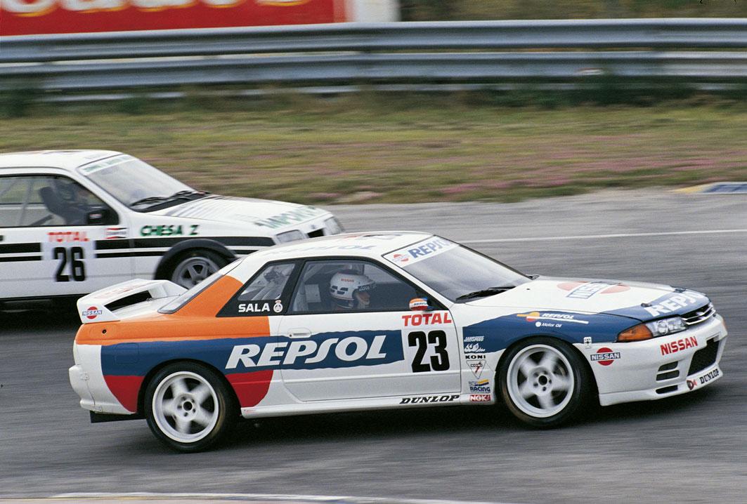 Luis Pérez Sala compite en un Nissan Skyline-r