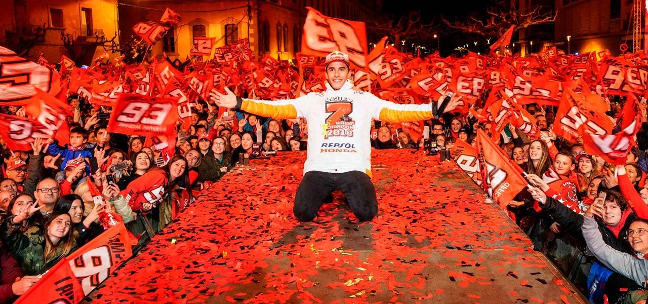 Marc Márquez celebra el séptimo título junto a su afición