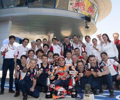 Marc Márquez y su equipo celebrando en Jerez