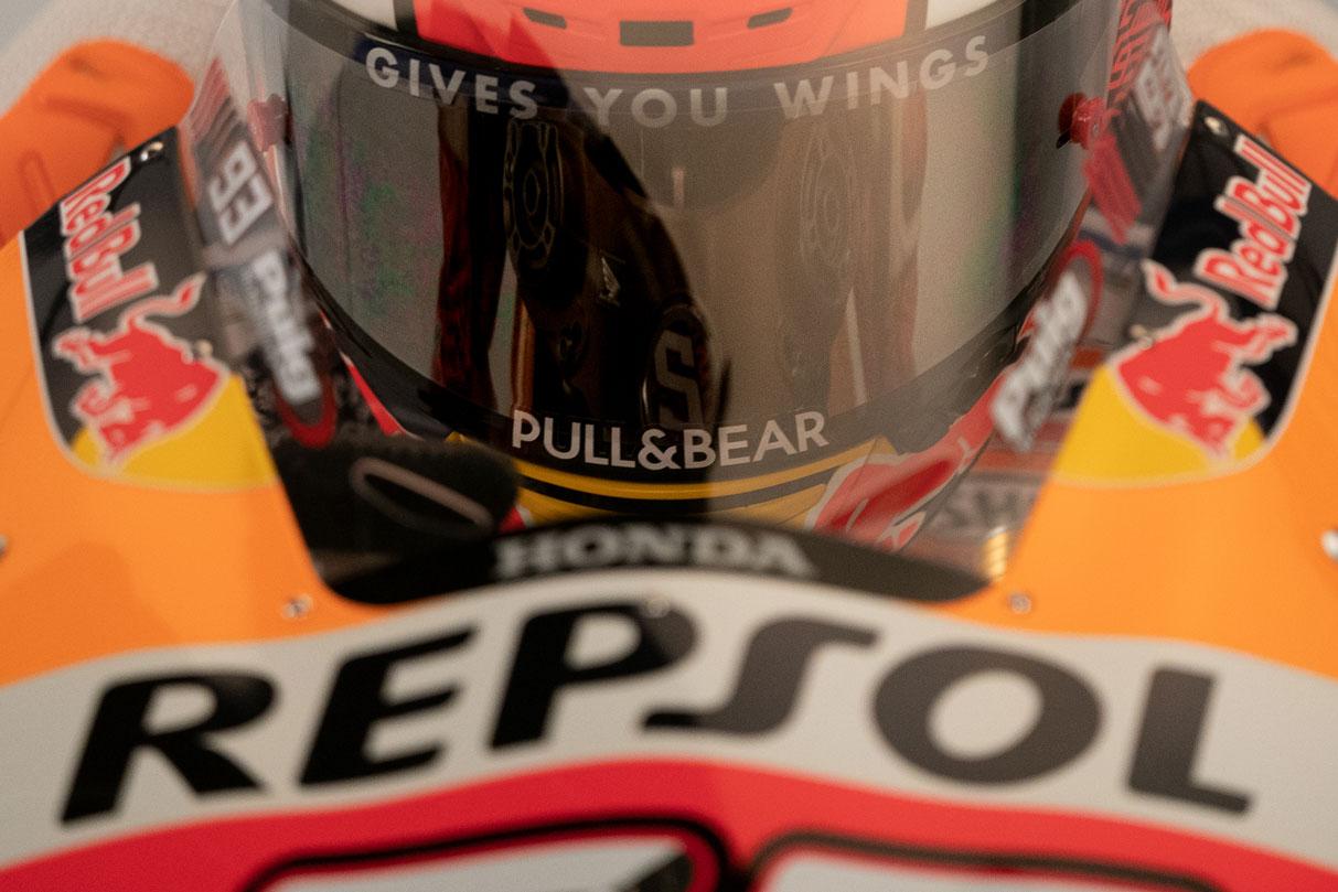 el casco y la moto de Marc Márquez