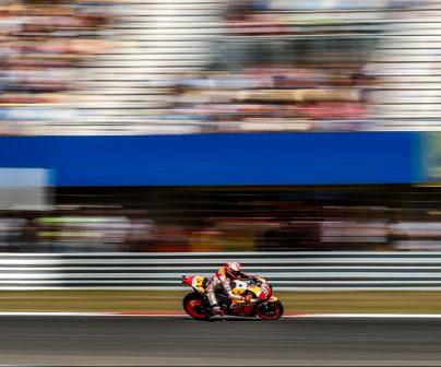 Marc Márquez pilotando a toda velocidad