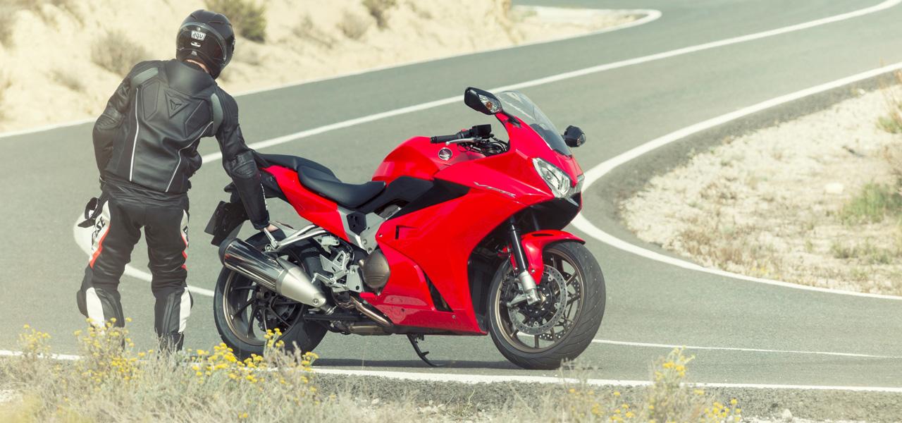 Cómo hacer el mantenimiento de las partes sensibles de tu moto
