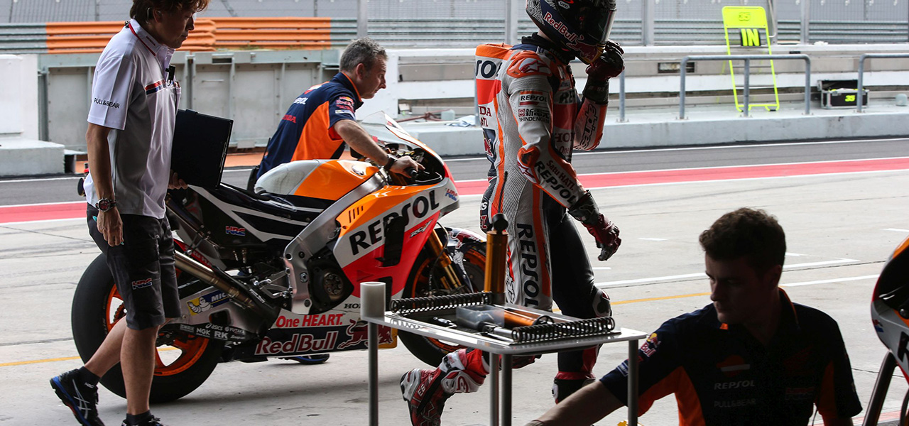 How is a MotoGP bike's suspension set up? - Box Repsol