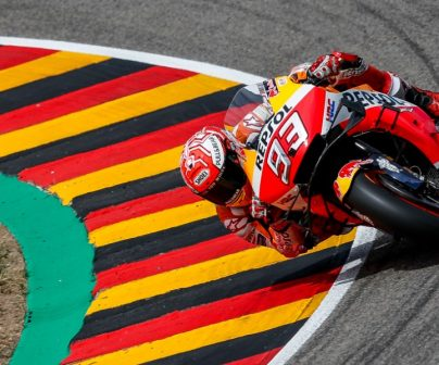 Marc Márquez tomando curva en Sachsenring